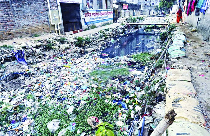 Water flow of drains and canals has become stagnant as household waste being dumped to add sufferings to city dwellers. But the authorities concern did not pay any heed to clean those canals. This photo was taken from Kalyanpur area on Friday.