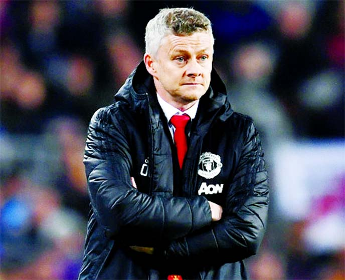 Solskjaer eyes strong finish as Everton lie in wait