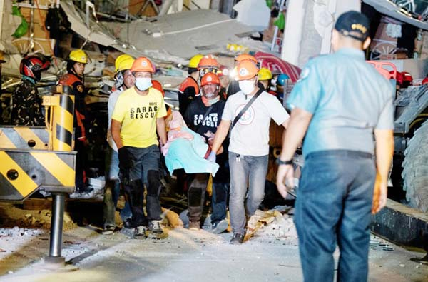 New quake strikes as Philippines hunts for survivors