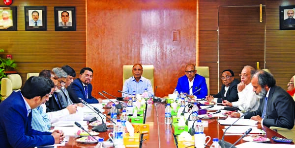 Amir Uddin, Audit Committee Chairman of Al-Arafah Islami Bank Limited, presiding over its 185th meeting at the Banks head office in the city on Tuesday. Md. Abdus Salam, Abdul Malek Molla, Niaz Ahmed, Khalid Rahim, members and Farman R Chowdhury, CEO of the Bank were also present.