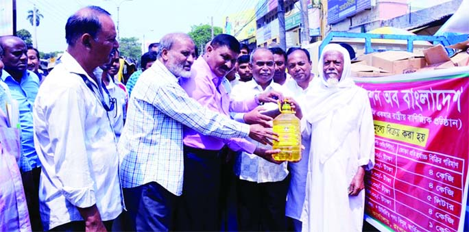 RANGPUR: Mostafizur Rahman Mostafa, Mayor , Rangpur City Corporation  inaugurating selling of essential commodities  of Trading Corporation of  Bangladesh(TCB)at a function held on City Bhaban premises as Chief Guest on Tuesday afternoon.