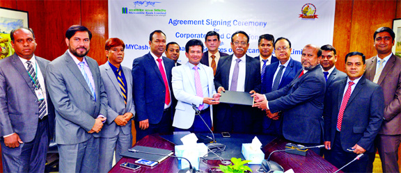 Md. Rafiqul Hoque Bhuiyan, Head of Mobile Banking Division of Mercantile Bank Limited and Md. Nurun Nabi Bhuiyan, Chairman of Provita Group, exchanging an agreement signing document at the Bank's premises recently. Md. Quamrul Islam Chowdhury, Managing Director, Mati Ul Hasan, Additional Managing Director and Md. Akteruzzaman Khan FCA, Chief Financial Officer of the Company, among others, were present.