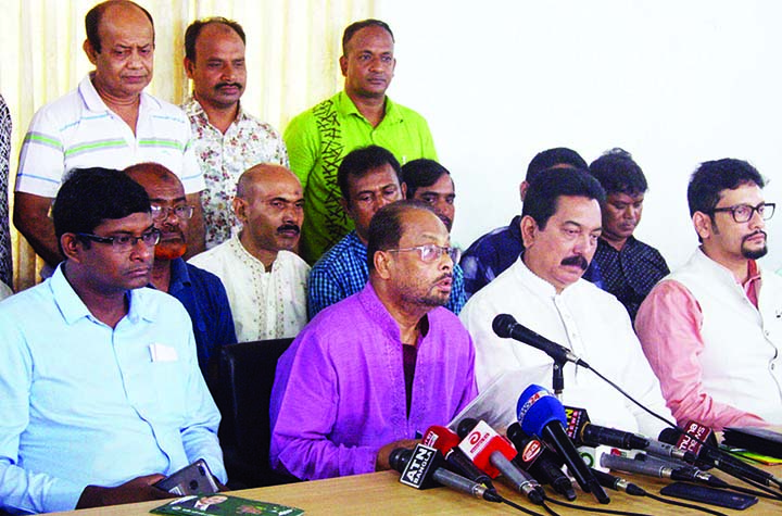 Acting Chairman of Jatiya Party GM Kader speaking at a prèss conference at the party office in the city's Banani on Saturday.