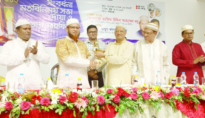 BHALUKA (Mymensingh ): Leaders of Shilpopoti Forum greeting Alhaj Kajim Uddin Ahmed Dhonu MP  at a local hotel in Bhaluka on Saturday. Among others, Akkas Uddin Mollah, Chairman,  Shahjalal Islami Bank, industrialist Azizul Hakim Sumon, Convener of the Forum , Abul Kalam Azad,  Chairman and Masud Kamal, UNO, Bhaluka   were  present in the programme.
