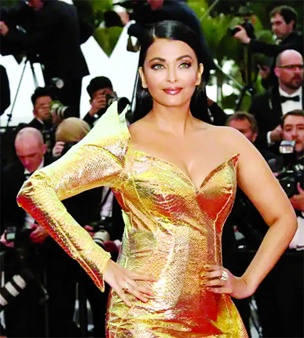 Aishwarya enthralled fans with her golden mermaid look at Cannes