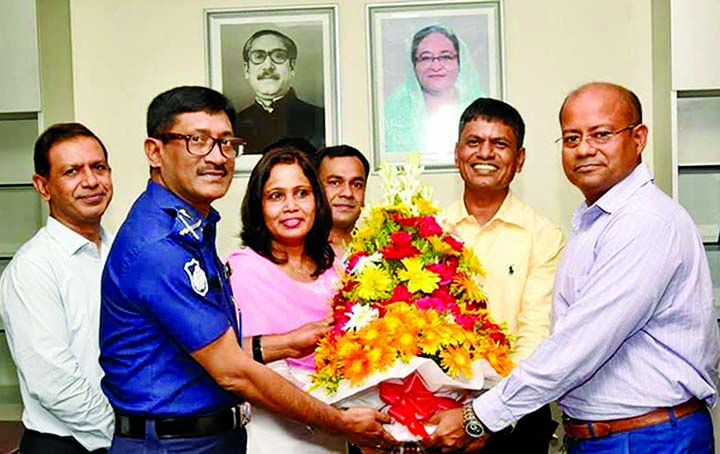 Newly appointed CID Chief Md. Shafiqul Islam being greeted with bouquet by the Chief of Crime Division Molla Nazrul and other officials when the former joined the office on Monday.