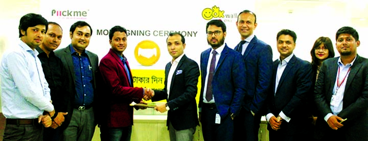 Gazi Yar Mohammed, Agent Banking Head of ONE Bank Limited and Meskat Hossain Rakib, Director of Piickme Limited, exchanging an agreement signing document at the corporate office of the Bank in the city recently. Under the deal, OK Wallet customers will be able to make ride sharing payment and enjoy cash back and attractive prizes.