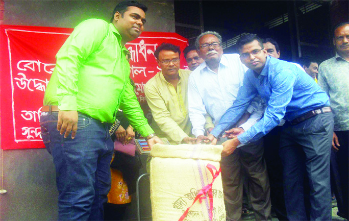 SUNDARGANJ (Gaibandha): Solaiman Ali, UNO, Sundarganj Upazila inaugurating rice procurement drive  as Chief Guest on  Sunday.