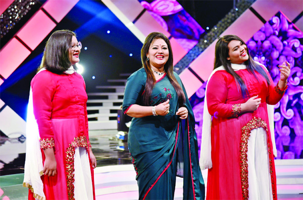 Momtaz performs with her daughters at Eid Ananda Mela