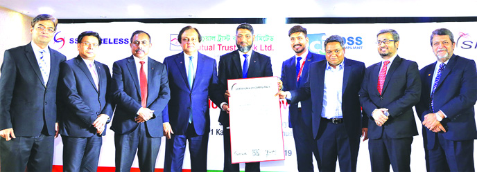 Anis A. Khan, Managing Director & CEO of Mutual Trust Bank Limited is holding Payment Card Industry Data Security Standard certificate at a ceremony held at MTB Tower. Other high officials from both MTB and SSL Wireless are also seen, among others.