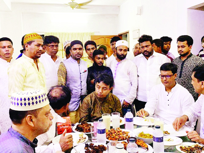 SONARGAON (Narayanganj):  Sonargaon Awami League  and its front organisations arranged an Iftar Mahfil on Friday.  Among others, District Superintendent of Police Harunur Rashid, Sonargaon Police Station  OC Moniruzzaman Monir, OC Investigation Helal Uddin , Sub -Committee member  of Bangladesh Awami League AHM Masud Dulal and members of  local Awami League attended it.