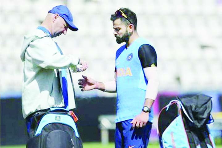 Virat Kohli cleared off injury concern after hurting thumb in training