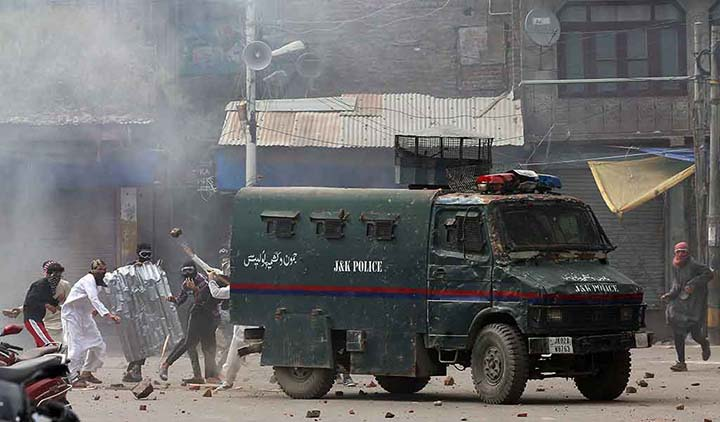 India abusing `lawless' detention act in Kashmir: Rights group