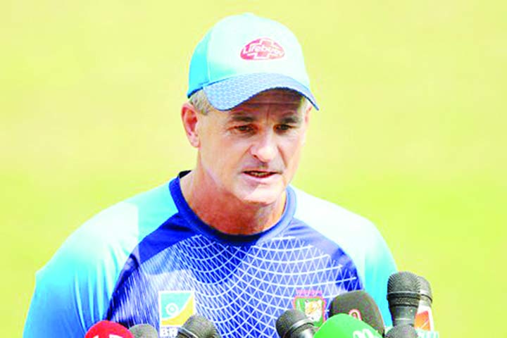 Not Gayle, Andre Russel's wicket will be key: Rhodes