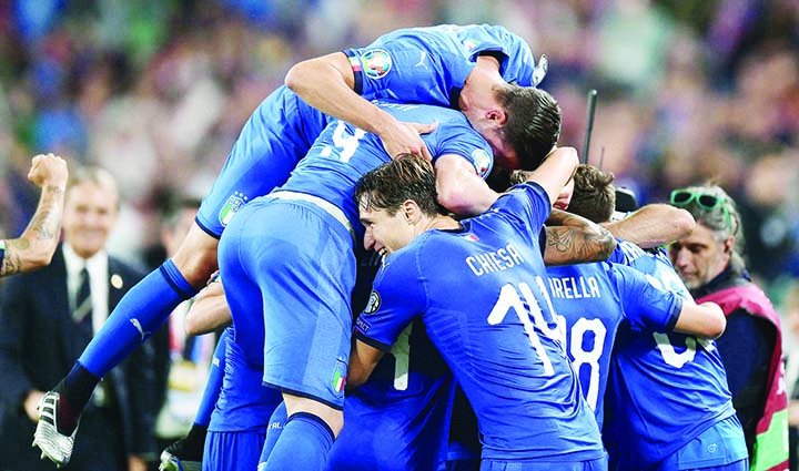 Italy edge Bosnia as Germany and France stroll
