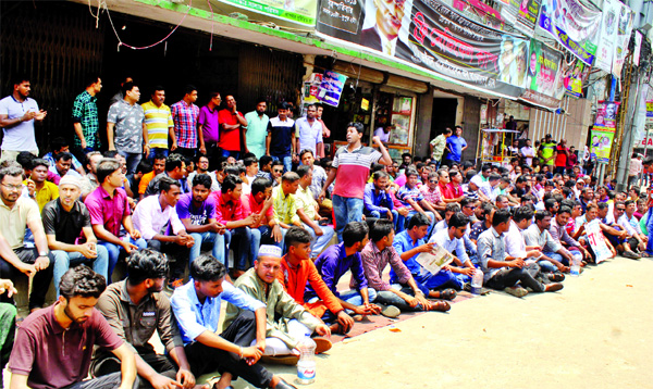 A faction of Jatiyatabadi Chhatra Dal (JCD) leaders staged a demonstration in front of BNP's central office at Nayapaltan on Sunday demanding scrapping of age limit to join the new committee.