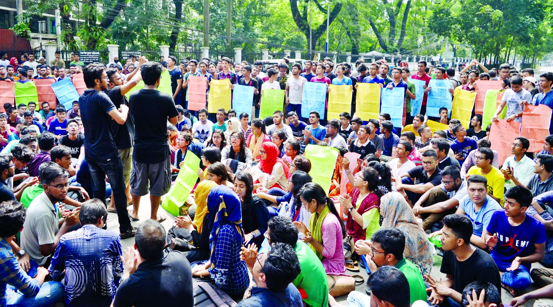 Students of BUET put barricade on road in front of BUET to realise their sixteen point charter of demands on Tuesday.