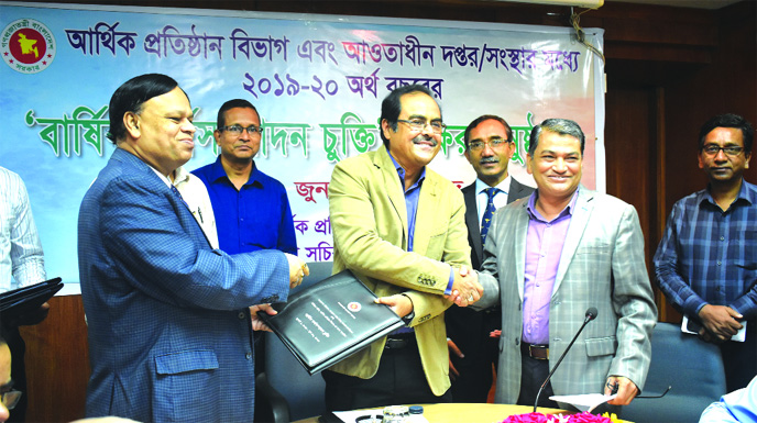 Md Ashadul Islam, Senior Secretary of Financial Institutions Division and Debasish Chakrabarty, Managing Director of Bangladesh House Building Finance Corporation, exchanging an annual performance agreement signing document at secretariat on Thursday.
