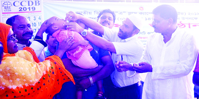 RANGPUR: Mahmudur Rahman Titu, Panel Mayor ,  Rangpur administrating a Vitamin  A Plus capsule to an under-five child at the City Bhaban to inaugurate the campaign  here on Saturday.
