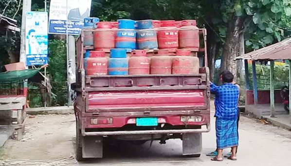 Gas cylinder business rampant in Chakaria without explosive license