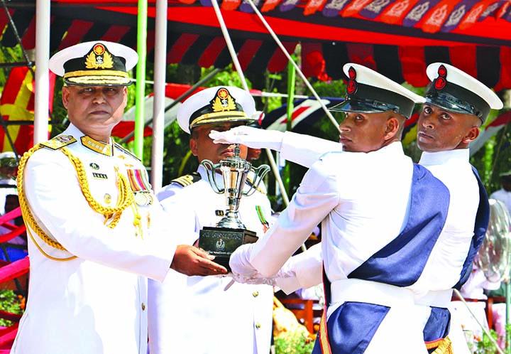 Chief of Naval Staff Admiral Aurangzeb Chowdhury awarding ' Naval Chief Award' to all-rounder Md Shahin at education concluding parade  of fresh  seamen at Naval base Bangladesh Naval Ghati Titumir Prade Ground  in Khulna yesterday.