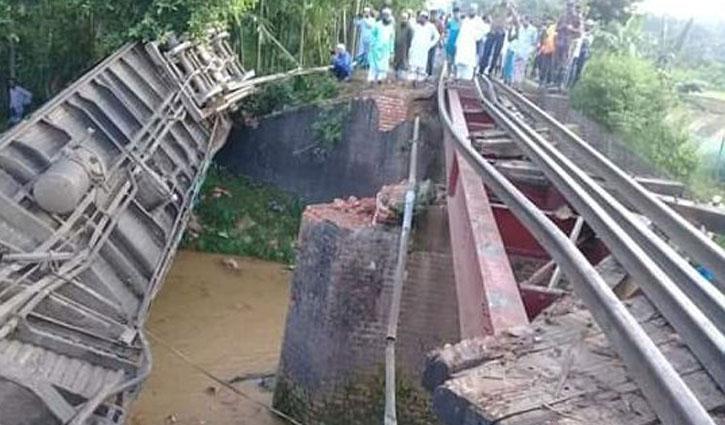 Moulvibazar train crash kills 4, injures over 200