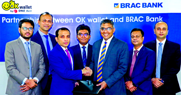 Gazi Yar Mohammed, Head of Agent Banking of ONE Bank and Nazmur Rahim, Head of Retail Banking of BRAC Bank, exchanging an agreement signing document at a city hotel recently. Under the deal, OK Wallet users will be able to transfer fund to BRAC Bank account and customers of BRAC Bank will be able to transfer fund from their BRAC Bank accounts to OK Wallet using digital channels and to enjoy all the payment services of OK wallet.