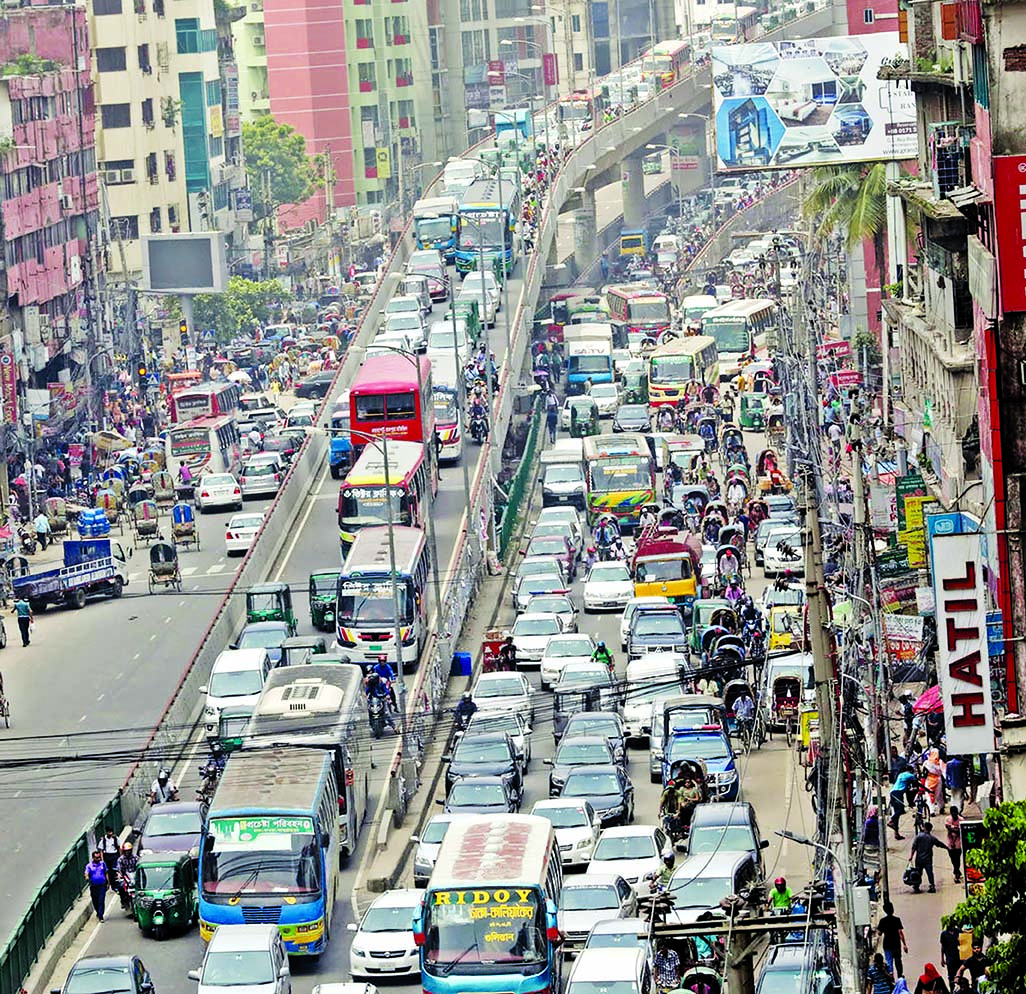 Hundreds of vehicles got stuck even on the flyover also for hours, causing untold sufferings to commuters in the scorching heat as digging of roads continuing unabated for multiple development work in city. This photo was taken from Shantinagar area on Tuesday.