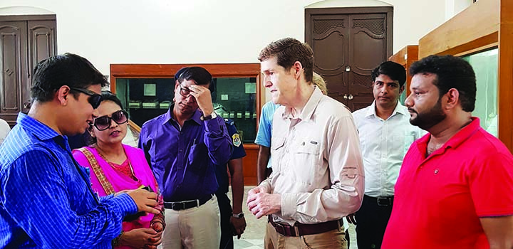 RANGPUR:  Representatives of Shristi Human Rights Society(SHRS)  talking to  American Ambassador to Bangladesh Earl Robert Miller during a courtesy call  at Tajhat Rajbari in Rangpur yesterday.