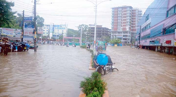Heavy downpour brings woes for city dwellers