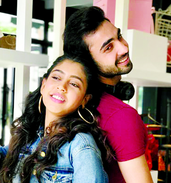 Niti Taylor And Abhishek Verma make an adorable couple in Cappuccino