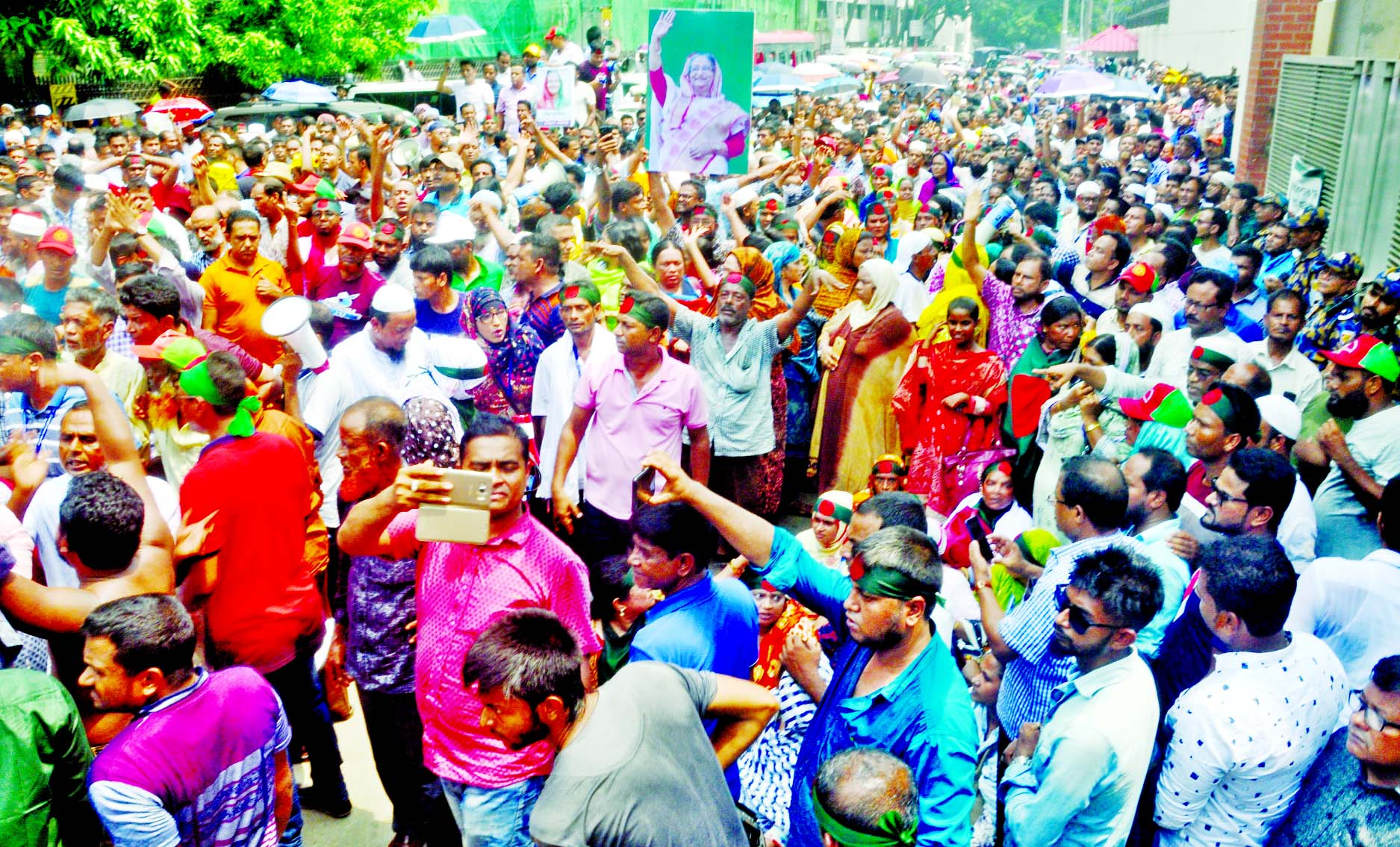 Workers of Poura Service Association staged demonstration in front of Bangladesh Secretariat aiming to gherao the Local Govt Ministry to press home their demands including arrears on Wednesday.