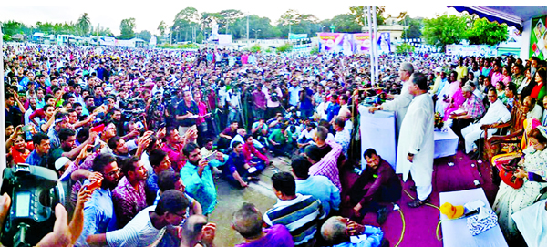 BNP Secretary General Mirza Fakhrul Islam Alamgir addressing a huge rally at Hemayet Uddin Central Eidgah Maidan on Thursday in Barishal demanding release of BNP Chairperson Begum Khaleda Zia.