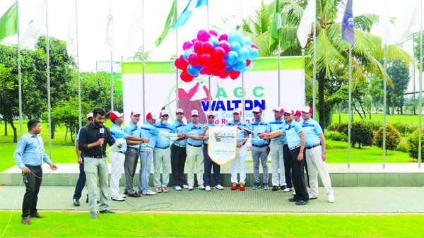 Vice-President of Walton Group SM Nurul Alam Rezvi inaugurating the AGC-Walton Air Conditioner Eid Reunion Cup Golf Tournament by releasing the balloons at the Army Golf Club in Dhaka Cantonment on Friday.