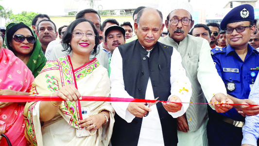 BODA (Panchagarh): Railway Minister Md Nurul Islam Sujon MP  inaugurating Tree Fair and Plantation programme  as Chief Guest yesterday. Sabina Yasmin, DC amd  Md Mazharul Huq MP were present in the programme.