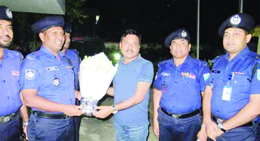 RAJBARI: Newly-appointed Police Super  of Rajbari, Mizanur Rahman being greeted by Additional Police Super Md Salahuddin and other police officials on Wednesday.