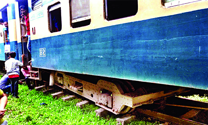 Train again derails in Moulvibazar