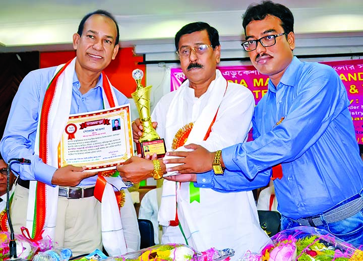 Minority Affairs Minister of Paschimbanga Gias Uddin Molla handing over Kolkata International Award  to Principal Dr Golam Maula for his role in education sector at a ceremony organised recently in Titumir Auditorium of Barasat Zila Parishad Bhaban, Kolkata by All India Mahatma Gandhi Computer Shaksharata  Mission and Bengal Education Development Foundation.