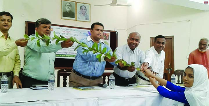 BANCHHARRAMPUR (Brahmanbaria):  Md Nurul Islam, Chairman, Banchharampur Upazila distributing saplings among the students at Upazila Parishad Auditorium marking the three day-long Fruits, Tree Fair as Chief Guest yesterday.