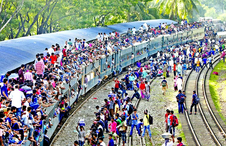 Seat capacity 20 lakh against 80 lakh passengers: Severe train schedules collapsed