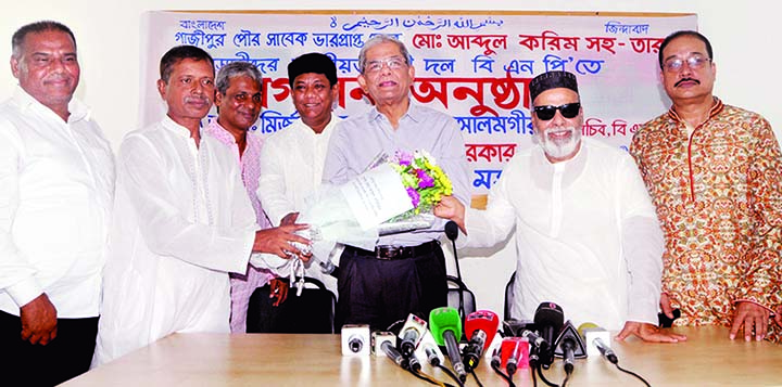 Former Acting Mayor of Gazipur Pourashava Abdul Karim along with his some associates joined BNP by giving bouquet to the party Secretary General Mirza Fakhrul Islam Alamgir at the party's Gulshan office in the city on Saturday.