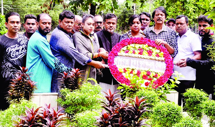 Bangabandu Sangskritik Jote paid tributes to Poet Shamsur Rahman by placing floral wreaths at his grave in the city's Banani on Saturday marking the 13th death anniversary of the poet.