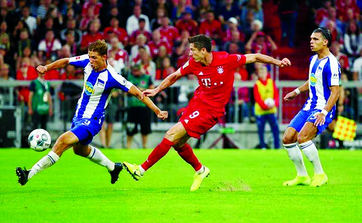 Lewandowski to the rescue as 'lucky' Hertha hold Bayern in season opener
