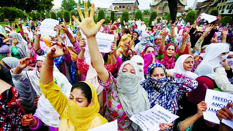 Restrictions reimposed in Kashmir: 8 injured