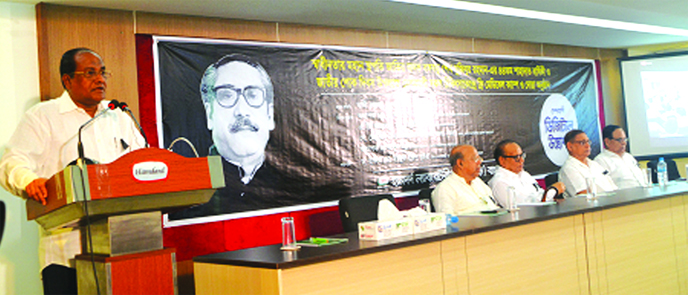 Former Secretary and Chairman of Hamdard Board of Trustees Kazi Golam Rahman, addressing the discussion and doa mahfil on the occasion of National Mourning Day and 44th martyrdom anniversary of Bangabandhu Sheikh Mujibur Rahman at its auditorium in the city on Monday. Dr. Hakim Md. Yousuf Harun Bhuiyan, Managing Director and Chief Mutawalli of Hamdard Bangladesh presided over the meeting.