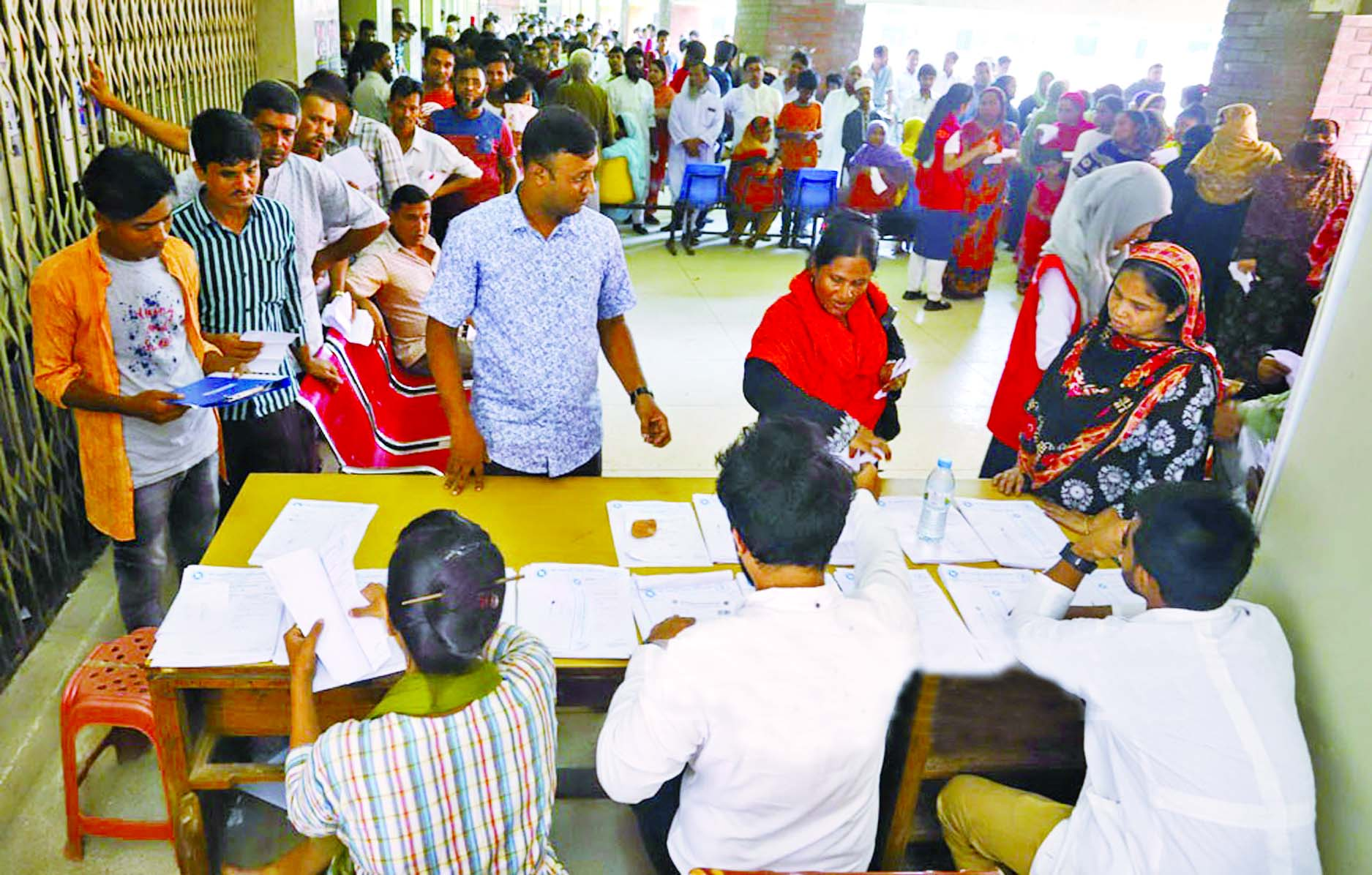 A large number of people had to wait in queue at pathology labs of Suhrawardy Medical College Hospital in the capital on Tuesday to collect NS1 test reports of their relatives.