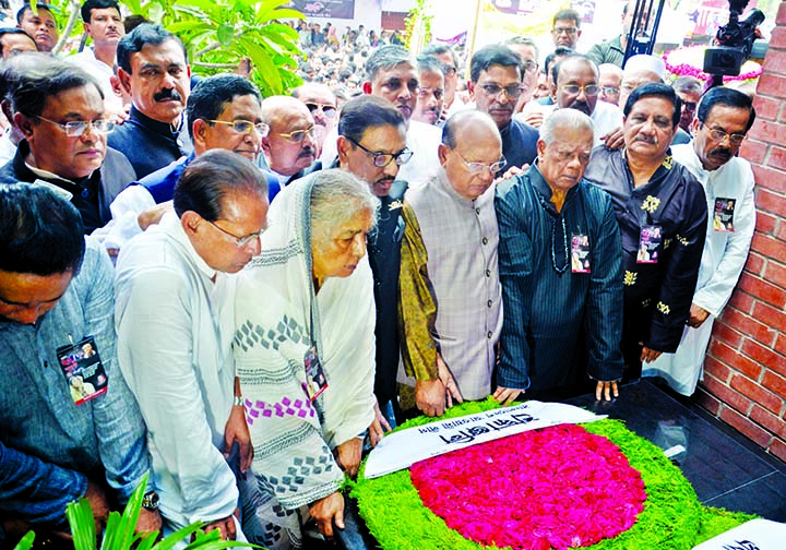General Secretary of Awami League and Road Transport and Bridges Minister Obaidul Quader along with party colleagues placing floral wreaths at the altar in the city's Bangabandhu Avenue on Wednesday in memory of those who were killed in August 21 grenade attack.