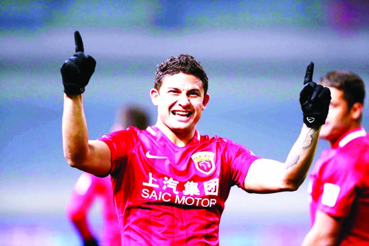 Brazilian Elkeson earns landmark China call-up