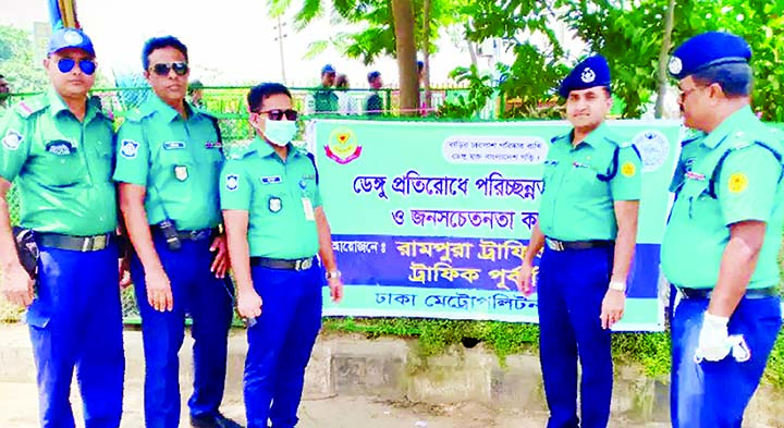 Additional Deputy Commissioner of Police (Motijheel), Tarek Ahmed and Assistant Police Commissioner (Rampura Zone),  Humayun Kabir, among others, at the mass awareness programme on cleanliness to prevent dengue organised by Dhaka Traffic (West)  at Rampura Bridge area in the city on Thursday.