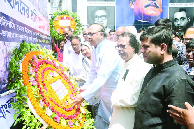 RAJSHAHI:  Leaders of Bangladesh Awami League and its front organisations placing wreaths at the portraits of leaders and workers of AL including Ivy Rahman at  Swadhinota Crossing  on Wednesday.  who were killed on August 21 grenade attack.